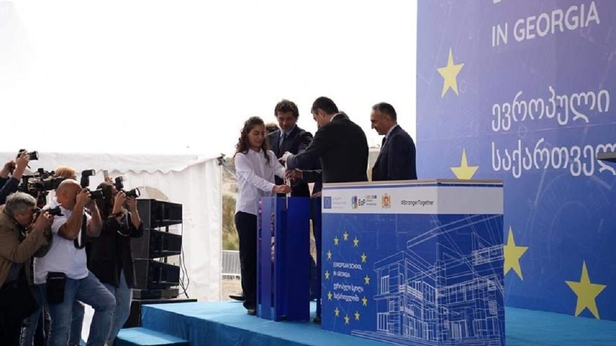 """Закладка капсулы на месте строительства """"Европейской школы"""""""