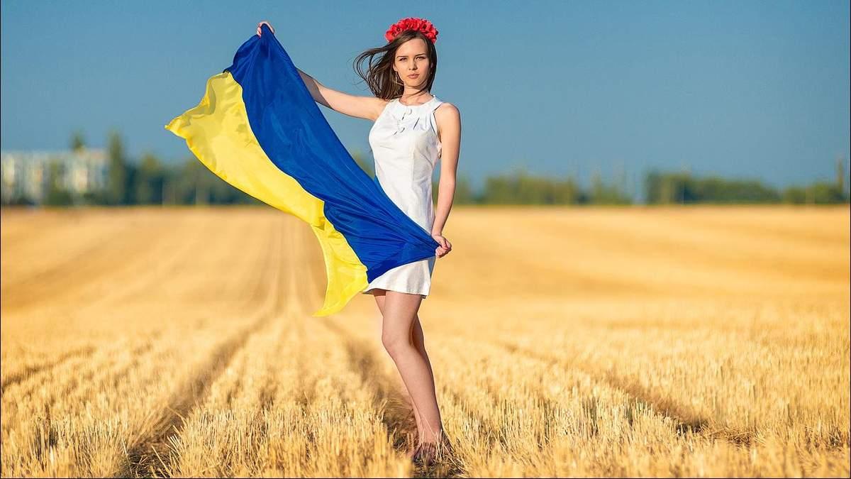 Почти половина украинцев поддерживают переход школ на украинский язык: результаты опроса