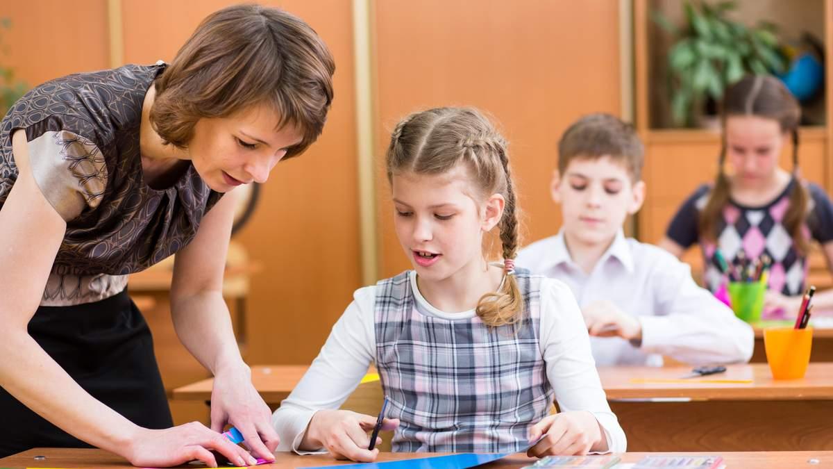 Зарплаты педагогов продолжают расти