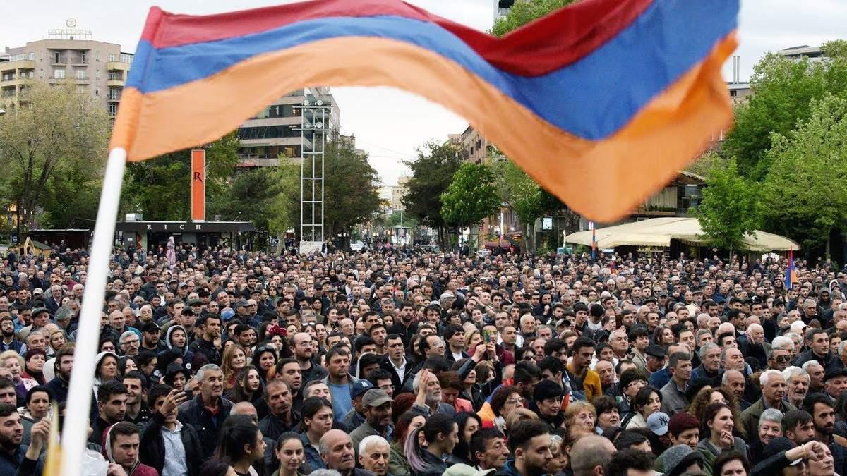 У Вірменії паралельно тривають мітинги проти пропозицій, щодо нового прем'єр-міністра