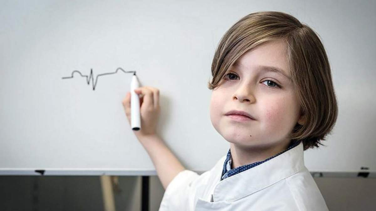 Впервые 9-летний мальчик получит диплом о высшем образовании
