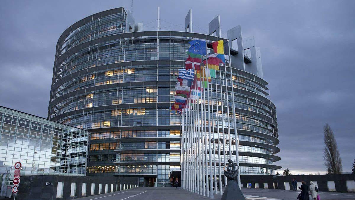 Европарламент резко осудил законороект о сексуальном образовании