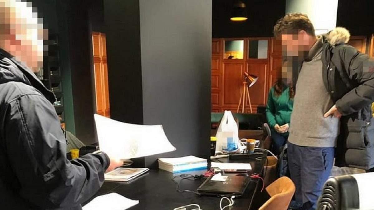 Чиновники присвоили 15 миллионов гривен под предлогом закупки е-учебников