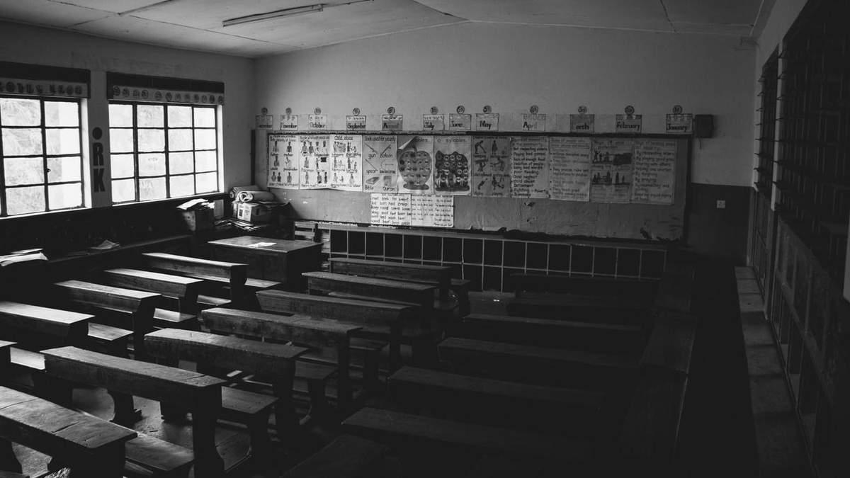 Школы зарываются с большой скоростью