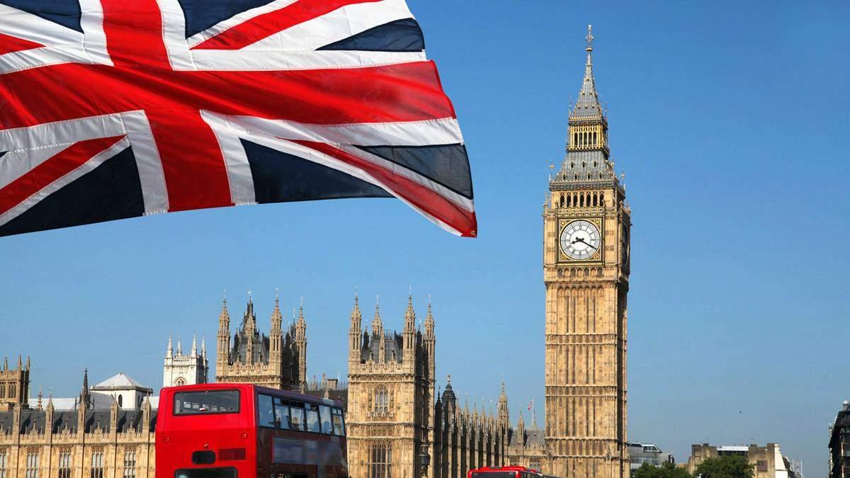 У Великій Британії випускники-іноземці зможуть залишитись в країні легально на два роки