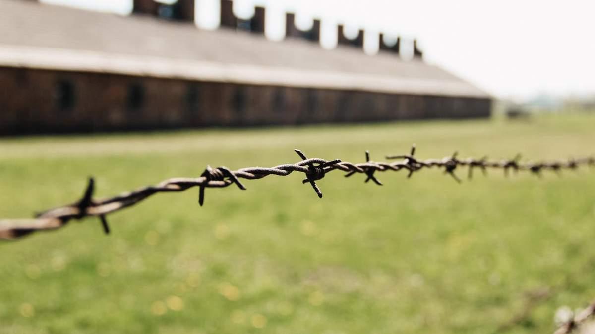 Польские школьники инсценировали массовое убийство заключенных в Освенциме