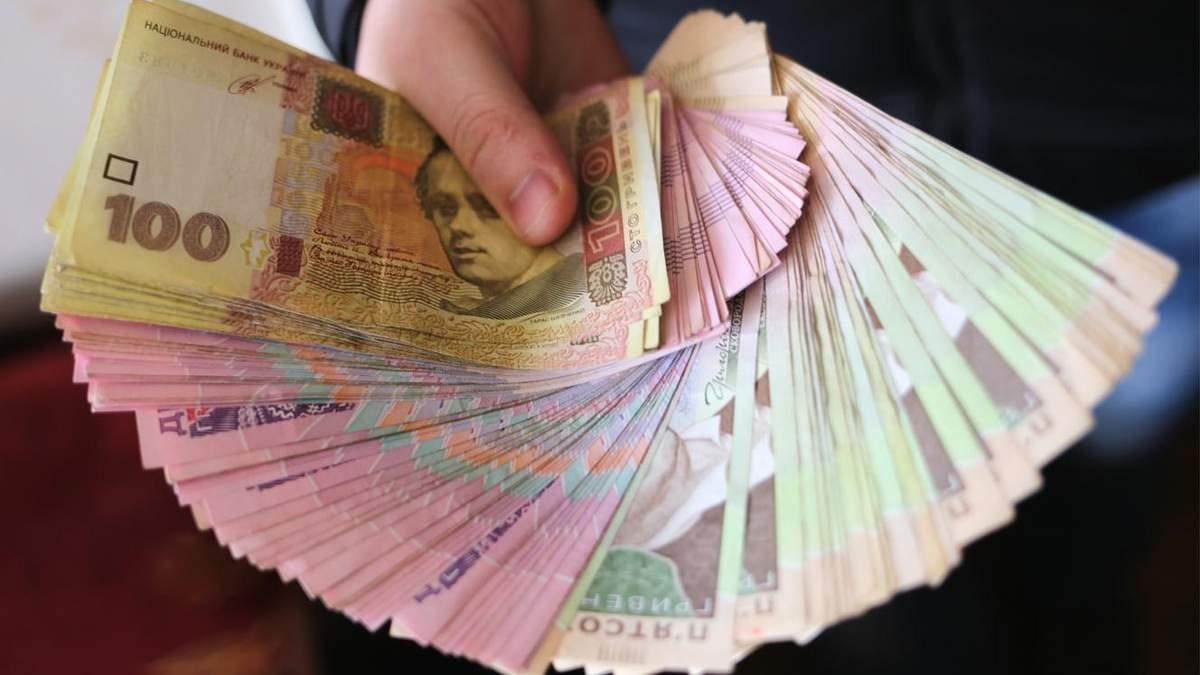 Уряд виділяє додаткові гроші на виплати надбавок та розвиток великих шкіл