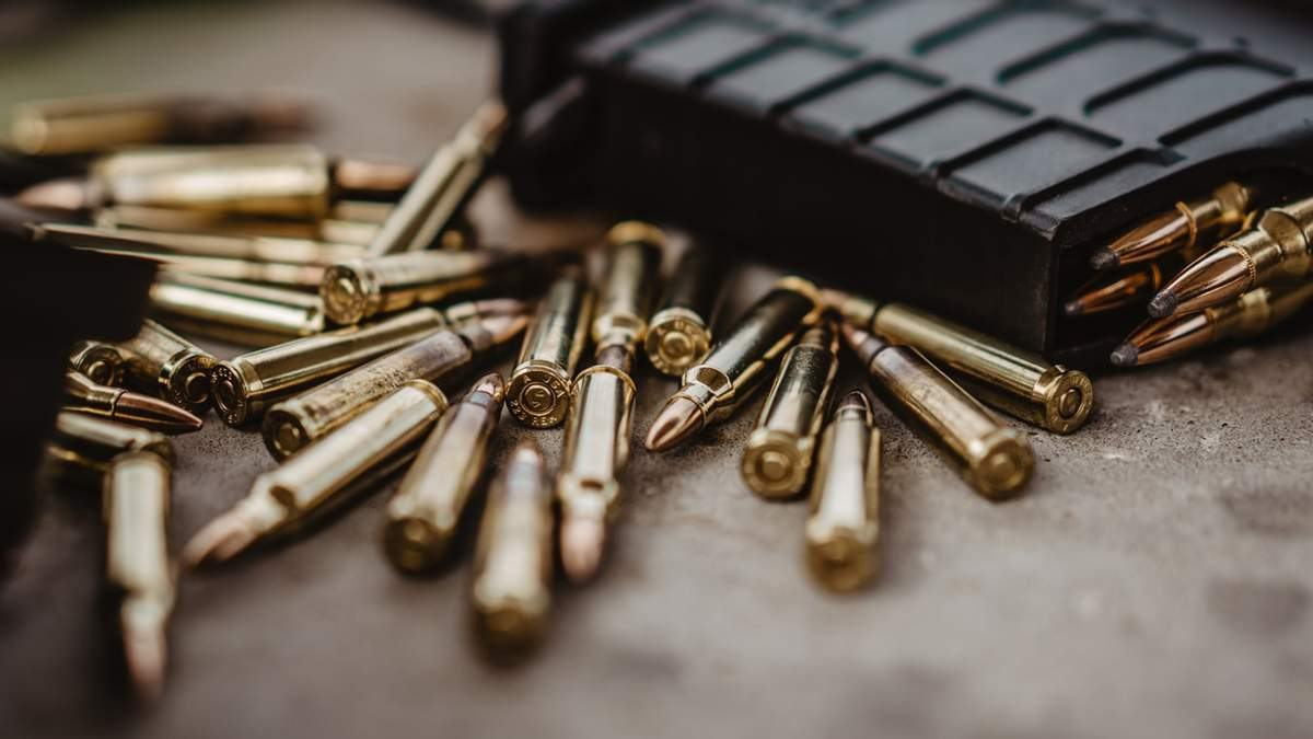 Под Запорожьем на территории школы нашли арсенал боеприпасов: фото