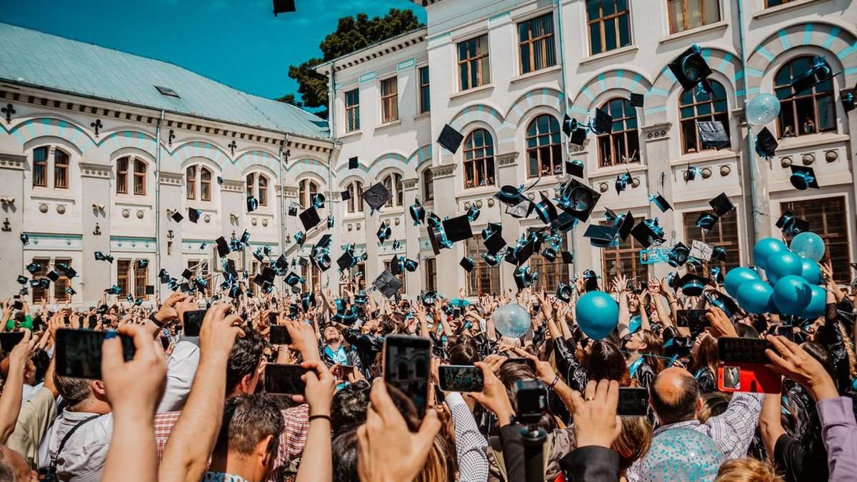 Почти каждый второй безработный в Украине с высшим образованием