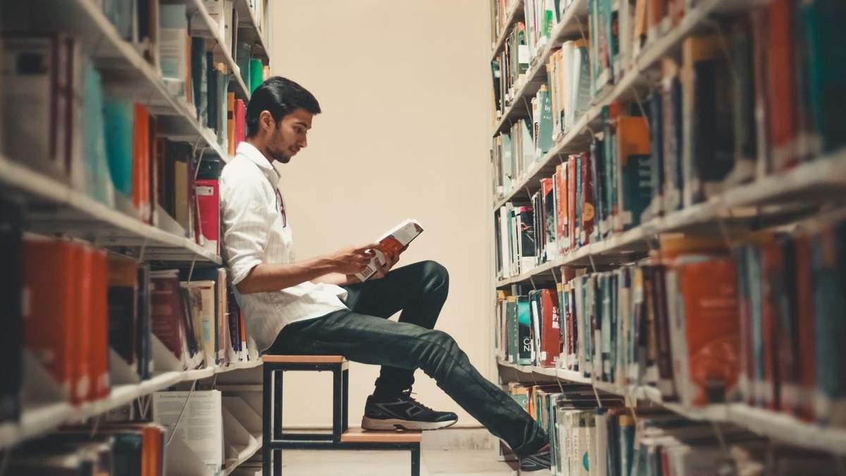 Кибербуллинг: в Великобритании над парнем издевались за любовь к книгам