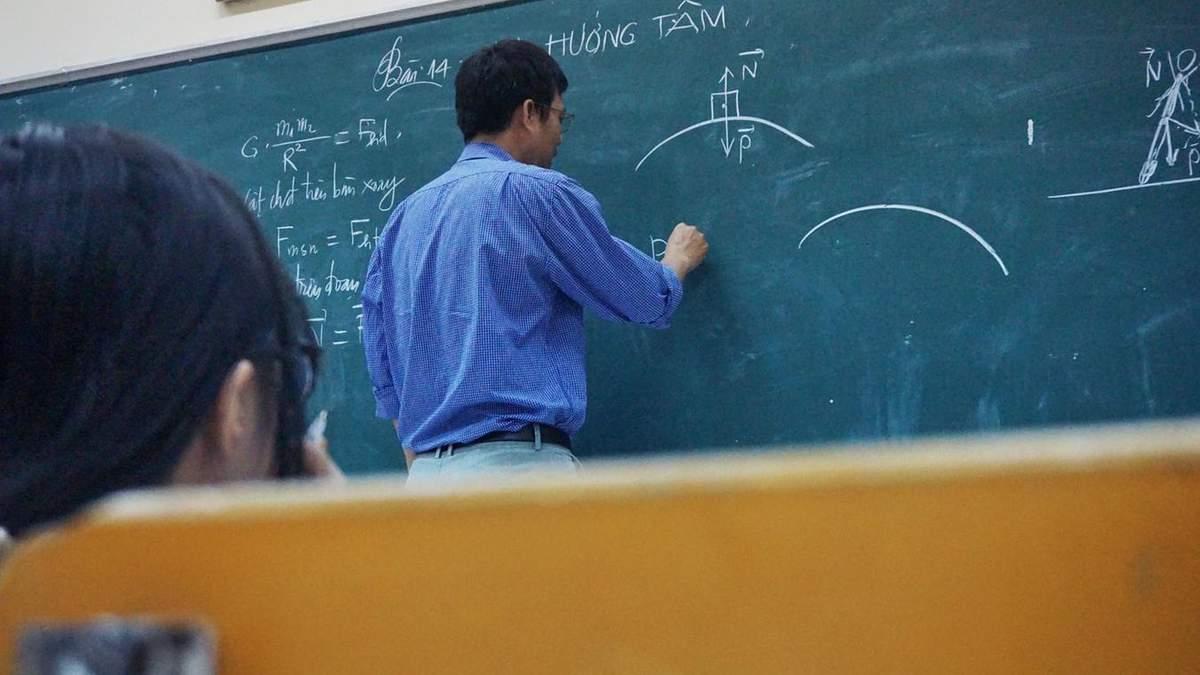 Во время карантина учителя будут получать заработную плату