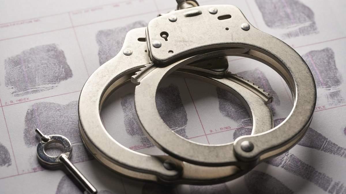 На Днепропетровщине школьники ограбили мужчину у него дома: фото