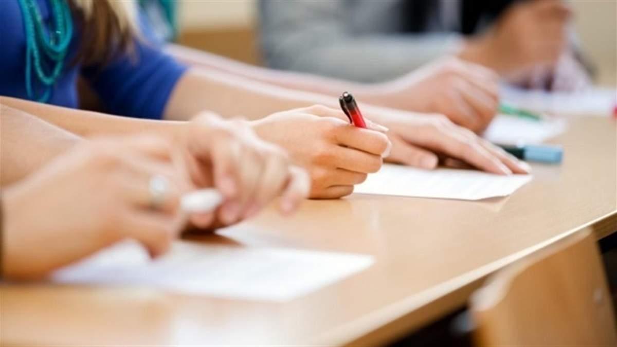 Зеленский внес в Раду законопроект об освобождении школьников от ГИА