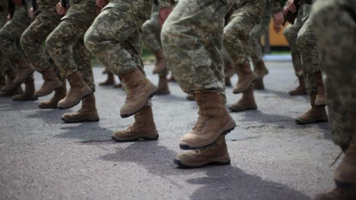 Вступникам масово приходять повістки в армію