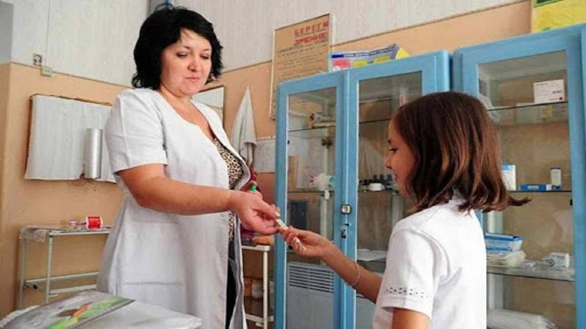 Как будут работать медпункты в школах в условиях пандемии: ответ Минздрава