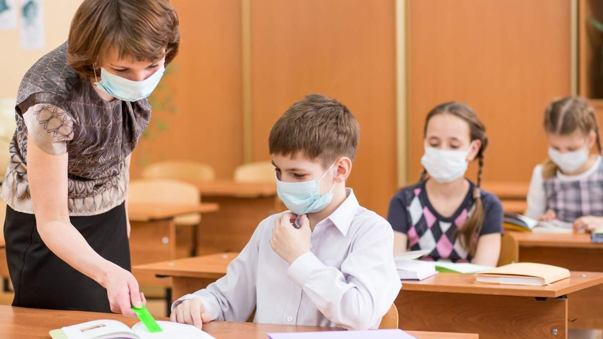 МОН не буде забезпечувати школи масками і антисептиками