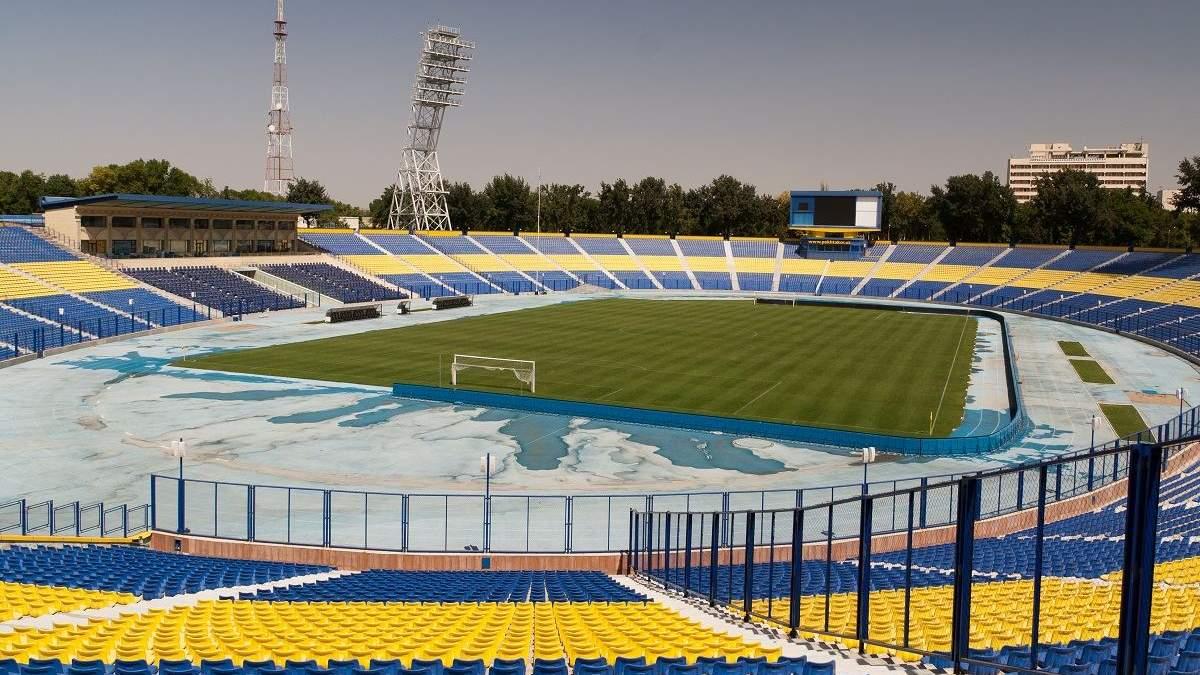 Стадион – так стадион: в Узбекистане из-за пандемии оригинально проведут вступительные экзамены