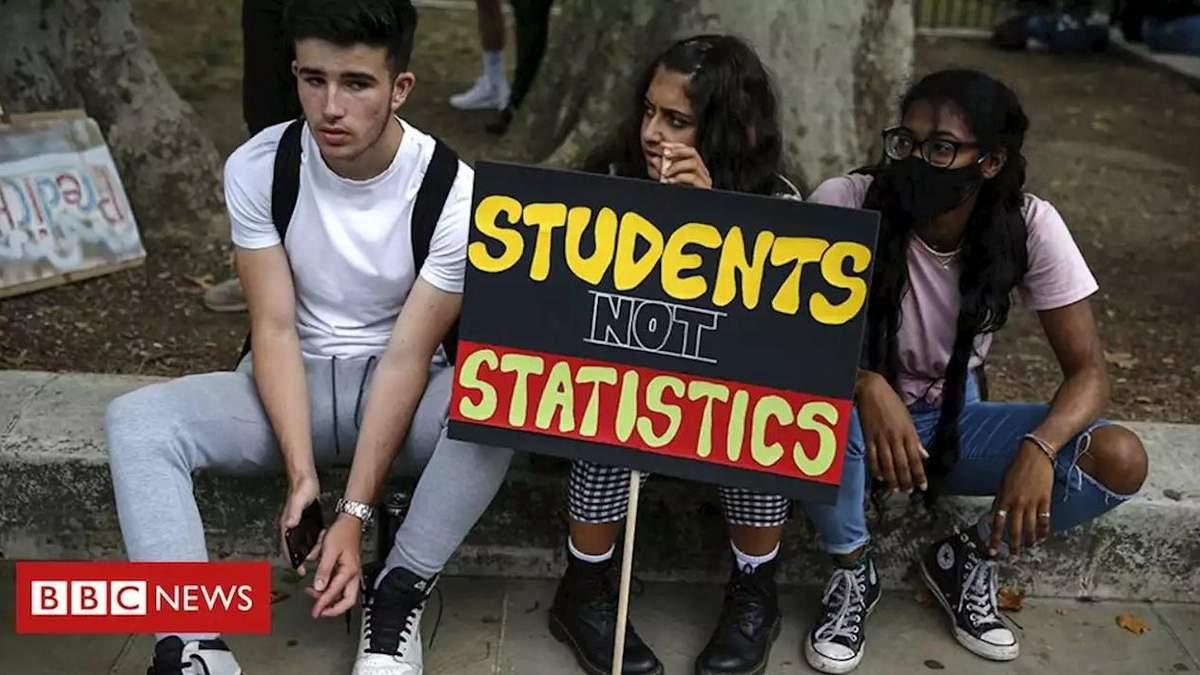 В Англії випускники отримали несправедливі оцінки і ледь не втратили місця в університетах