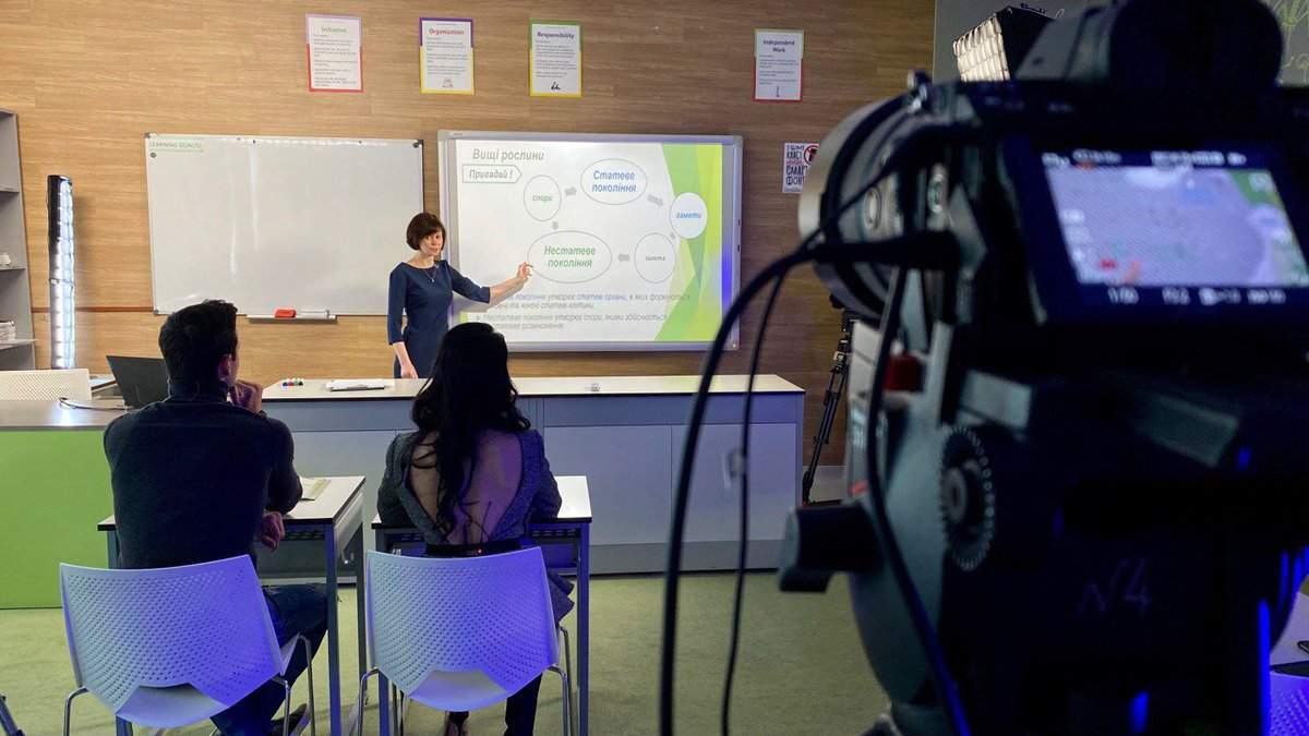 В новом учебном году продолжат показывать уроки по телевизору