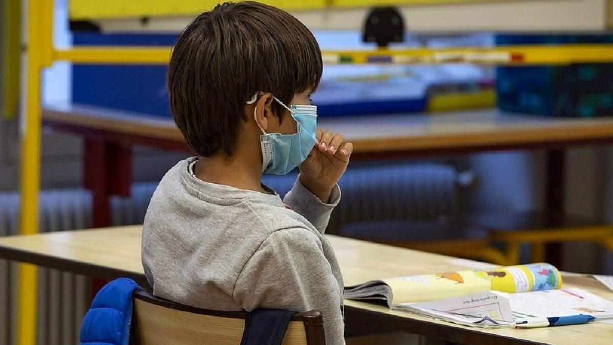 Скільки масок знадобиться учневі на один день в школі: відповідь МОЗ