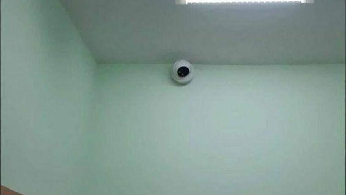 Скандал у школі Черкас: у дівочій роздягальні встановили камеру спостереження