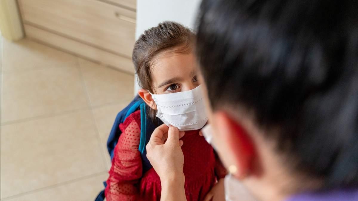 Що робити батькам, якщо їх змушують купувати маски для дитини в школу: відповідь Шкарлета