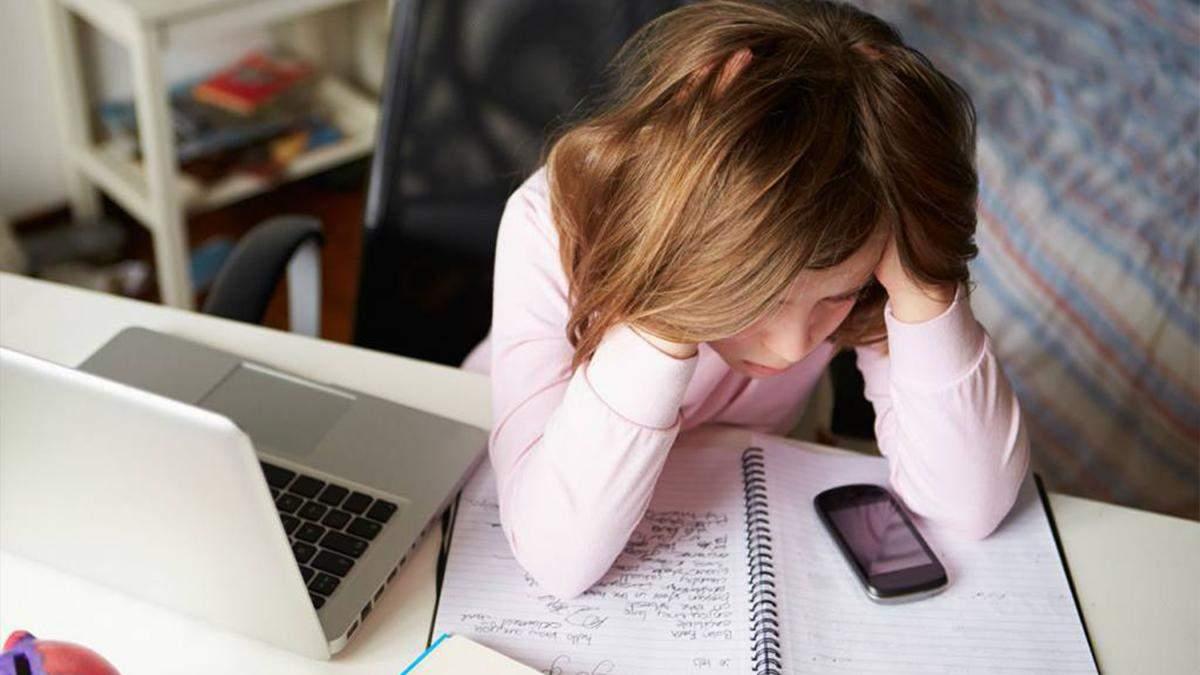 Ученик столкнулся с онлайн-буллингом и секстингом: что делать учителю