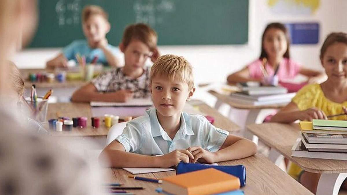 Скільки українців вважають, що діти мають ходити до школи, а не навчатися онлайн: опитування