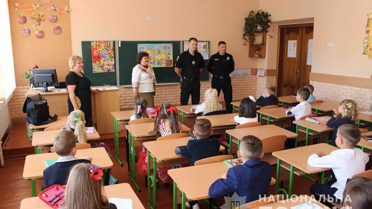 В школах будут работать полицейские, чтобы предотвратить буллинг и преступность среди учеников