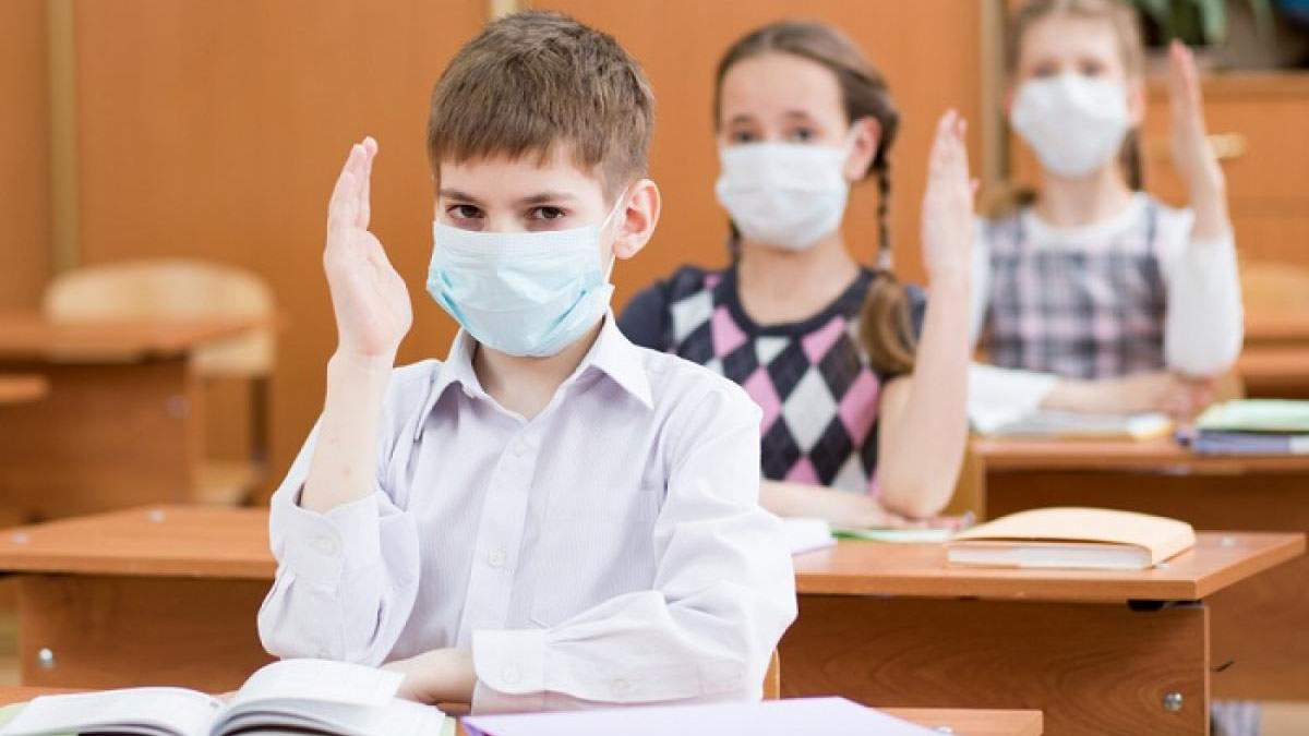 Скарги батьків: у Чернігові скасували змішану систему навчання