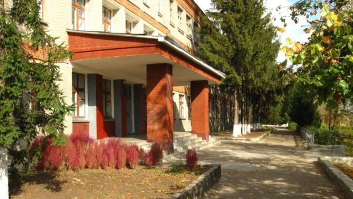 В Донецкой области школу и 28 классов перевели на онлайн-обучение