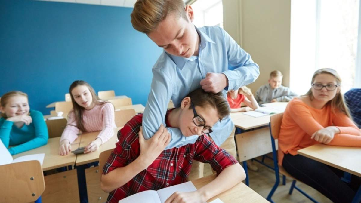 Полиция будет ставить на учет детей, совершающих буллинг в школе: детали