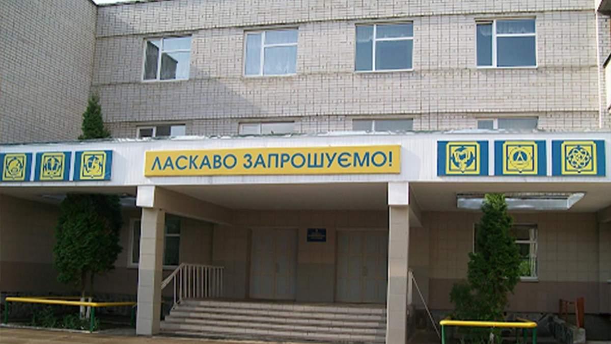 В одній школі в Житомирі захворіло 30 вчителів: заклад закрили