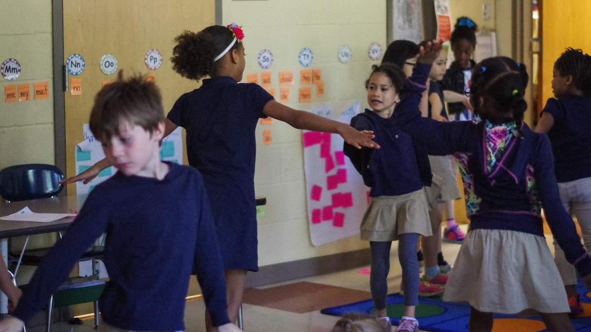 Зарядка в школі: її користь та відео з ідеями, які полюблять учні