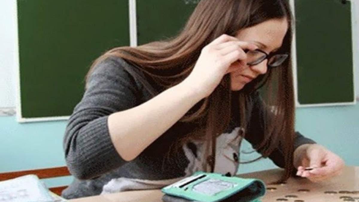 Уряд хоче призупинити підвищення зарплат вчителів до 2022 року