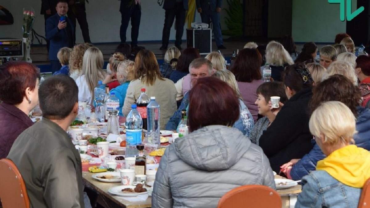 Порушення карантину на Дні вчителя у Миколаєві: фото і відео