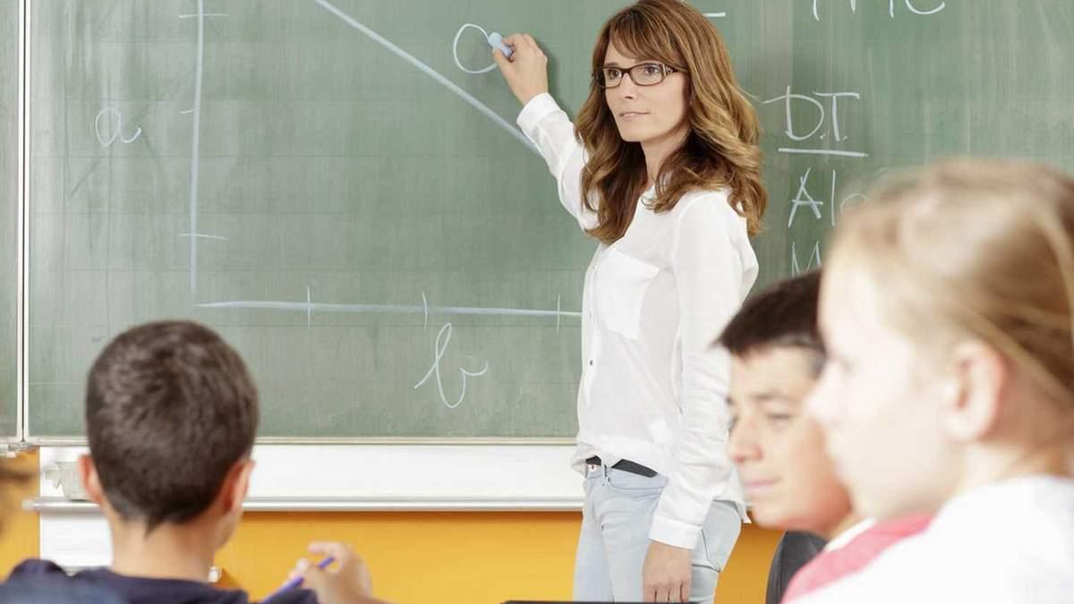 Призупинення постанови №822: учителям таки повысят зарплаты