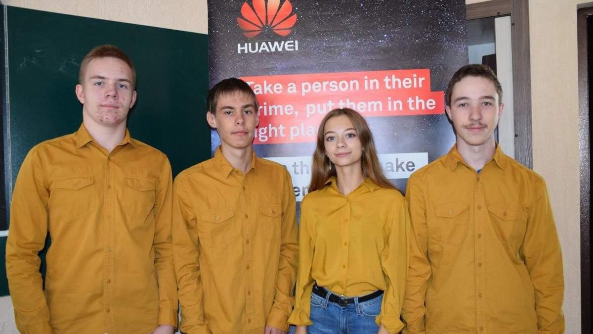 Українська збірна отримала 4 срібні медалі на міжнародній олімпіаді з інформатики