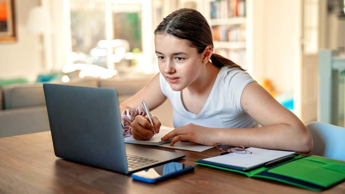 Після канікул 15 жовтня 2020 школи можуть почати навчання дистанційно