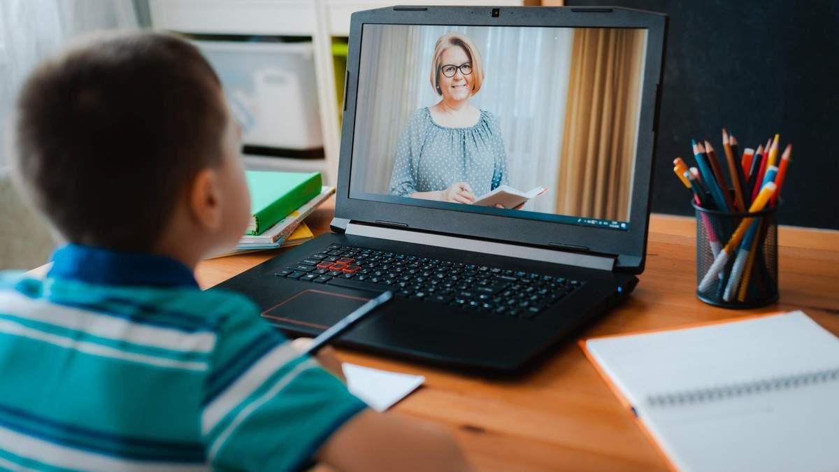 Кабмин хвалил, что школы после каникул могут начать обучение онлайн