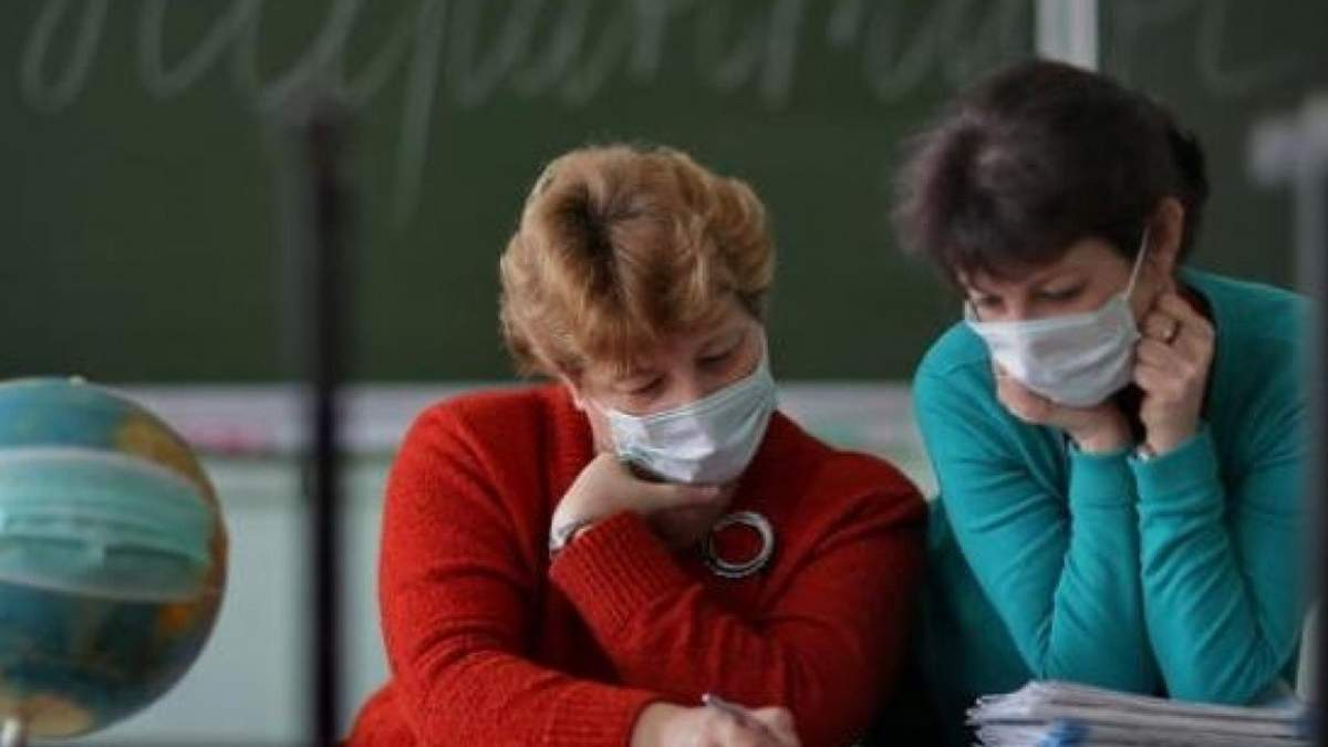 На канікулах вчителі мають носити маски та дотримуватись дистанції