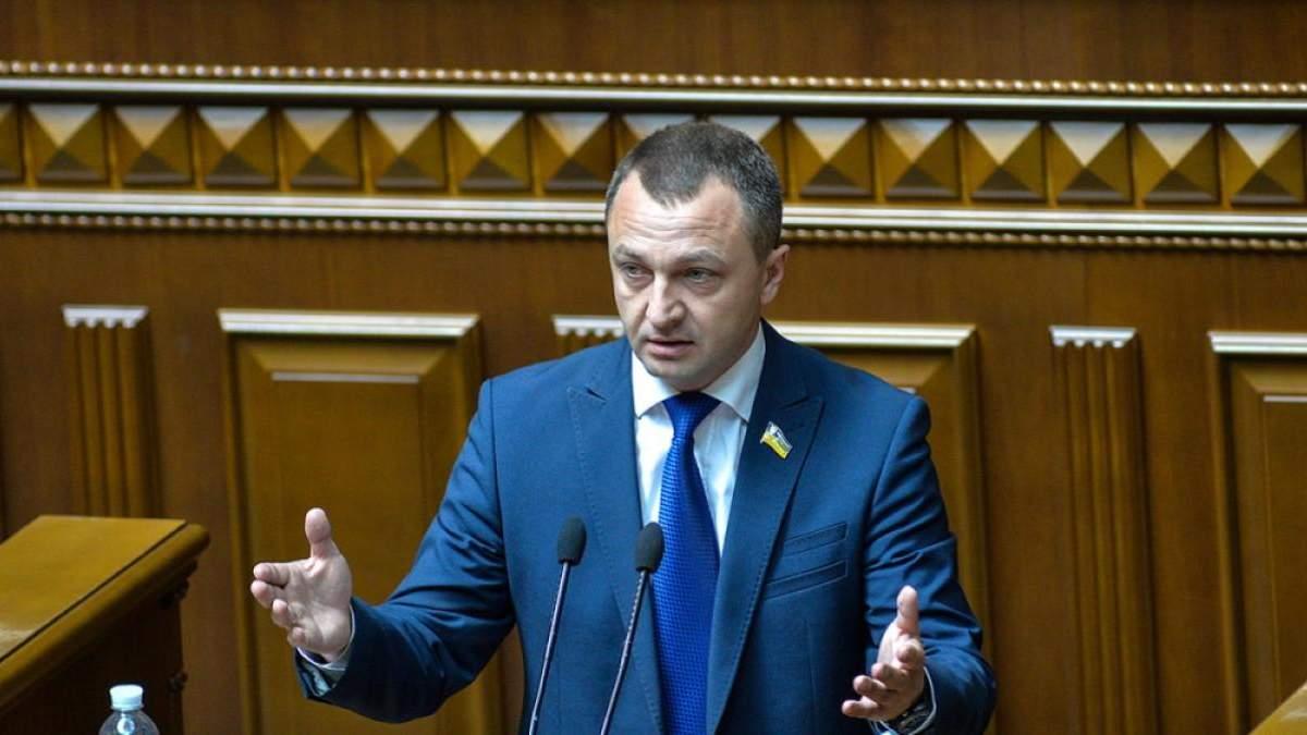 Іспит на знання української мови мають складати всі: учні та президент