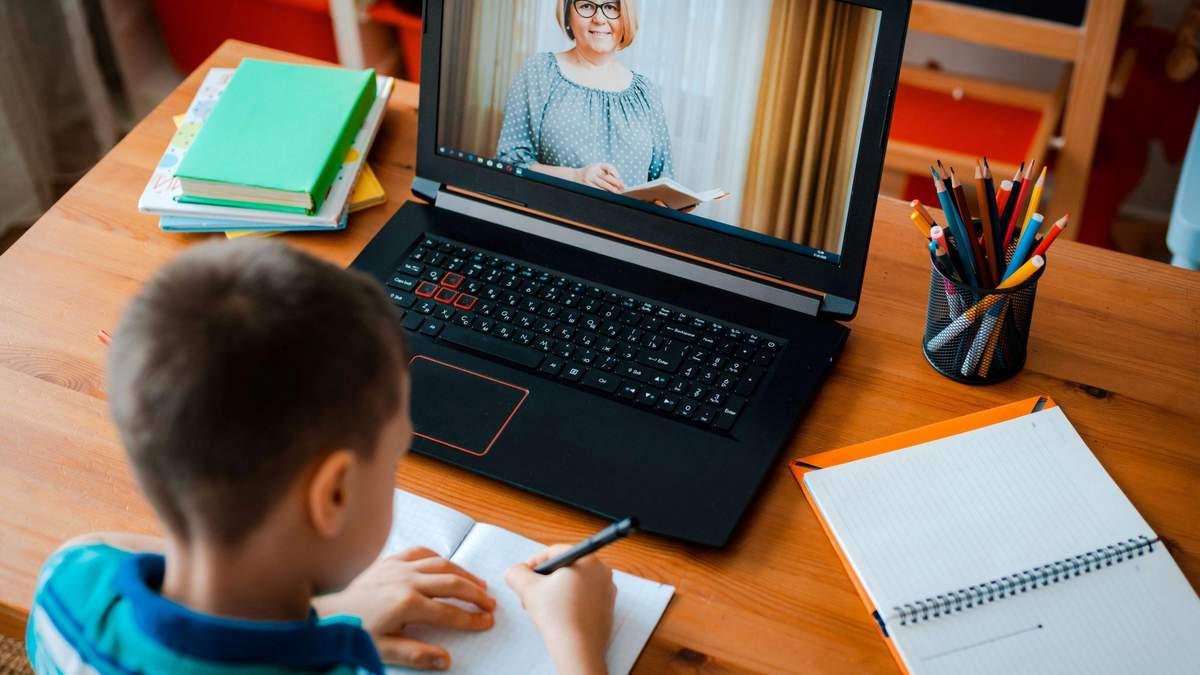 На Київщині учні в червоній зоні будуть навчатися онлайн після канікул