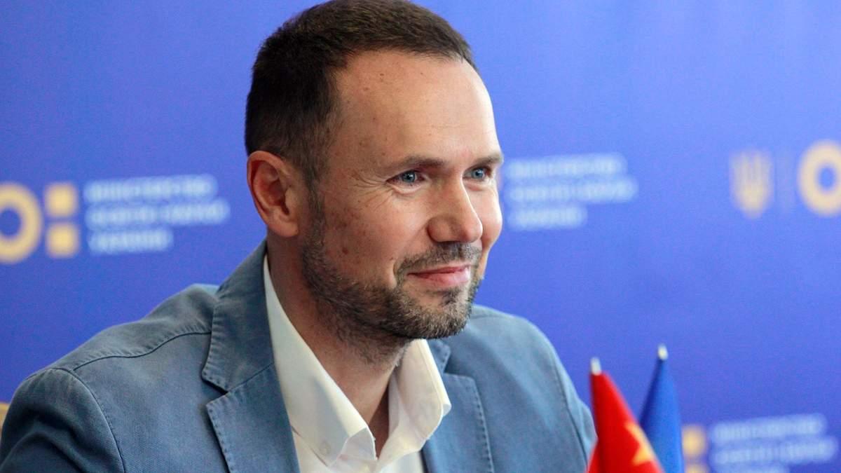 Государство обеспечивает функционирование украинского во всех сферах