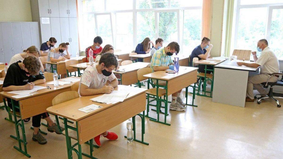 Скільки учнів та вчителів в Івано-Франківську хворіють на COVID-19