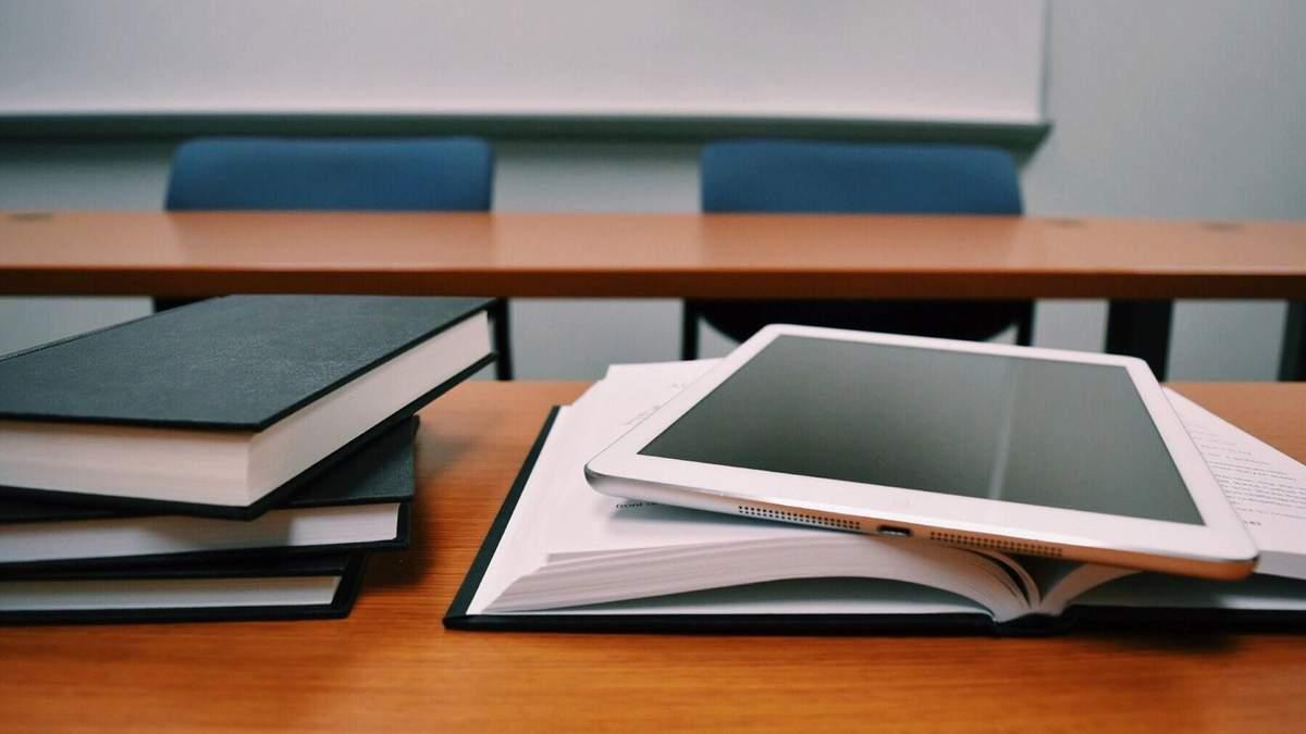 В Киеве школы полностью перейдут на электронные журналы