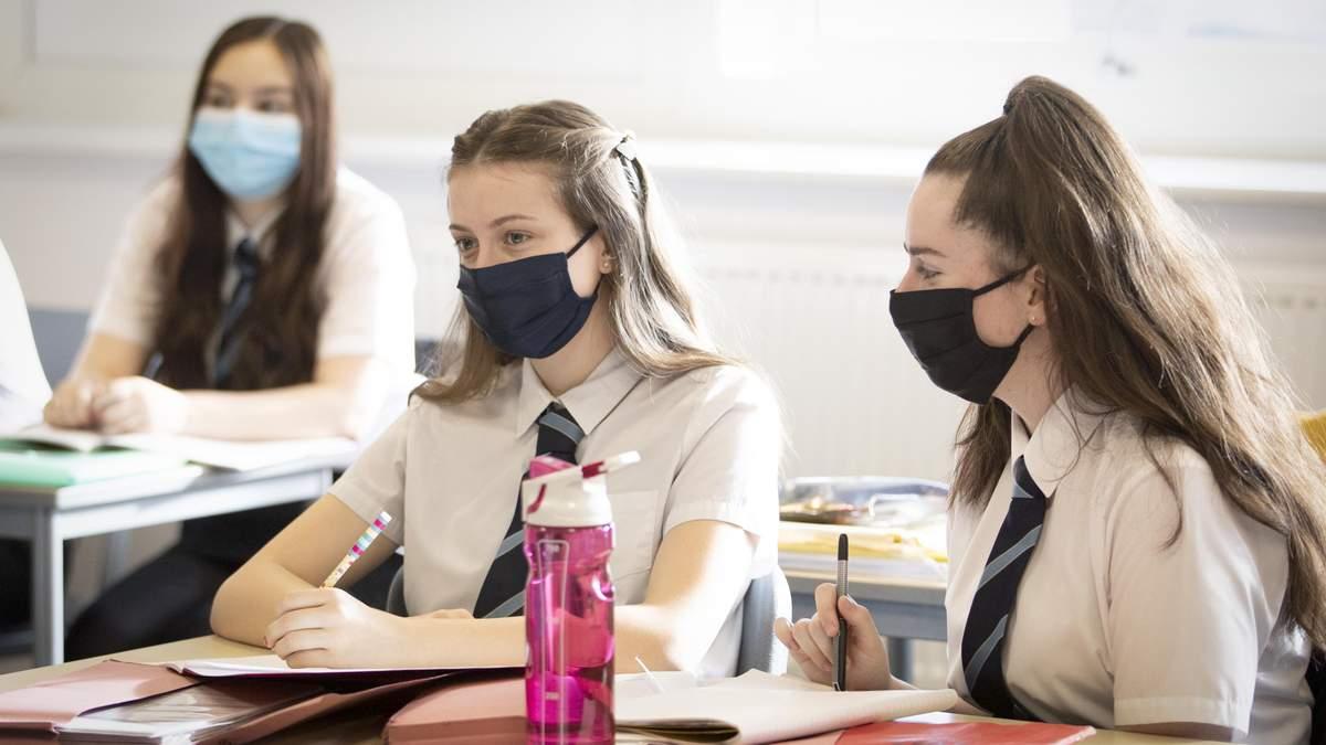 """Освіта та COVID-19: чому не """"закривають"""" школи і як вберегтися учням та вчителям"""
