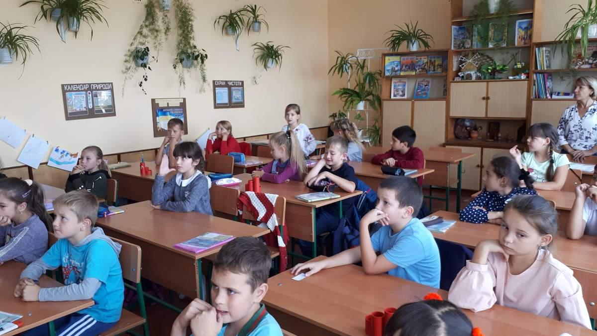 Глінтвейн для третьокласників: директор школи через завдання у підручнику звернувся до МОН