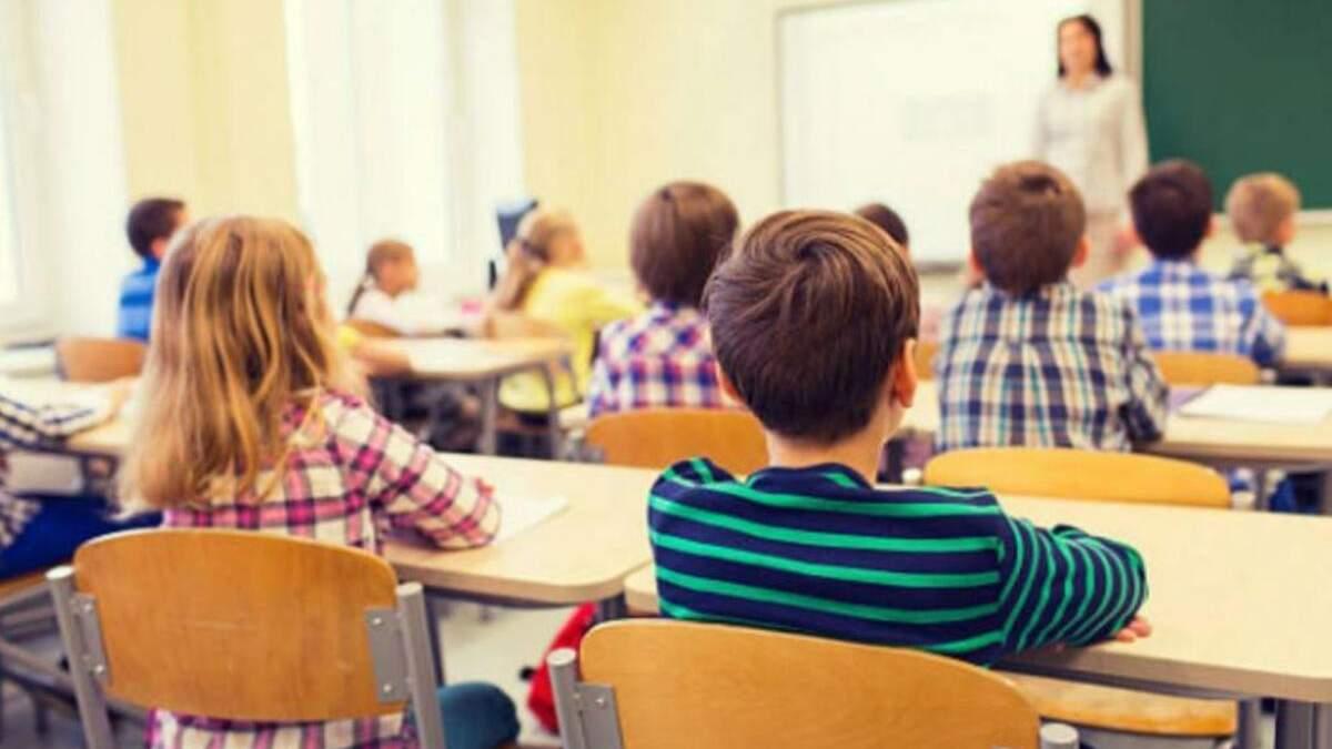 На Рівненщині педагог знущався над учнями: відео