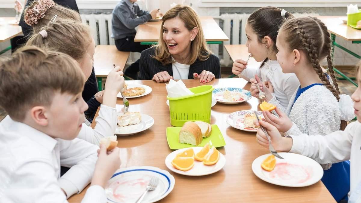 Як зміниться шкільне харчування в школі з нового року: Зеленська розповіла про створення меню
